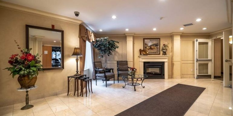 304-2085-Amherst-Heights-012
