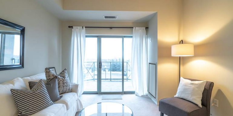 304-2085-Amherst-Heights-015