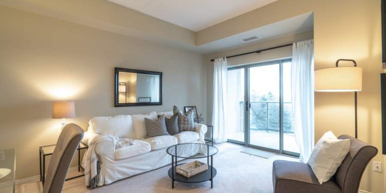 304-2085-Amherst-Heights-016