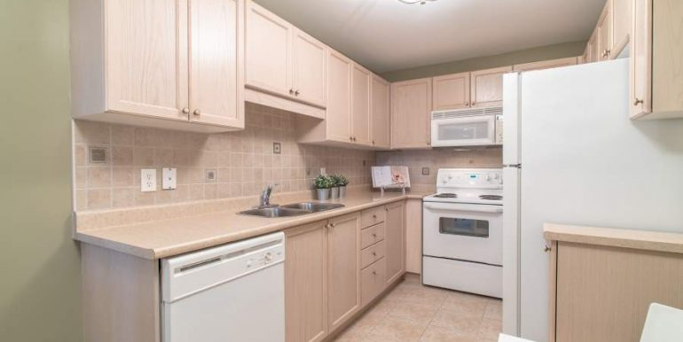 304-2085-Amherst-Heights-028