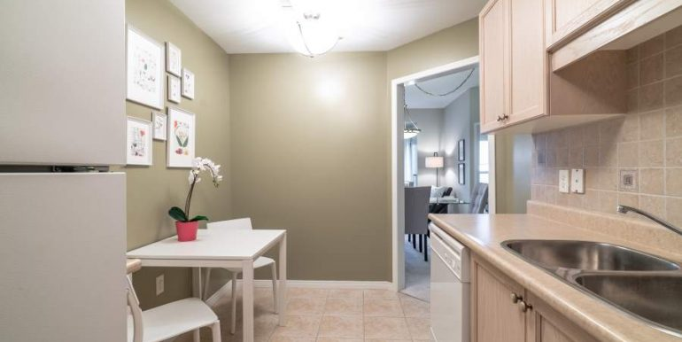 304-2085-Amherst-Heights-029
