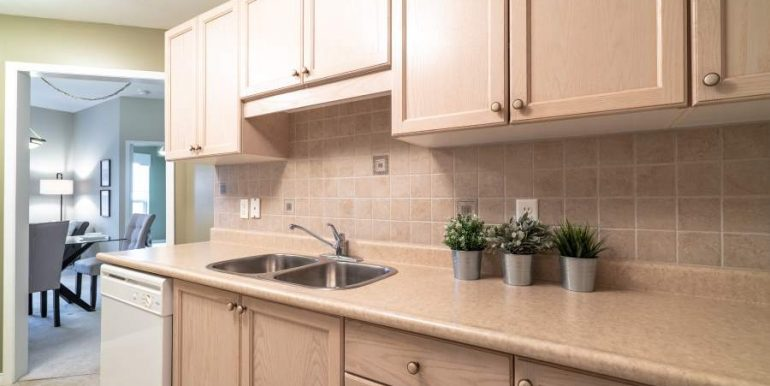 304-2085-Amherst-Heights-030