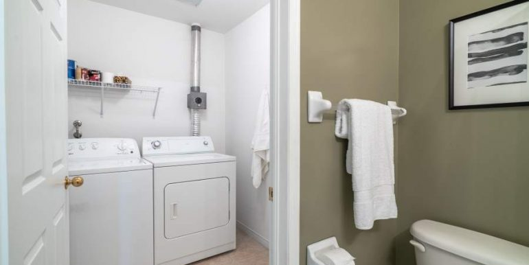 304-2085-Amherst-Heights-034