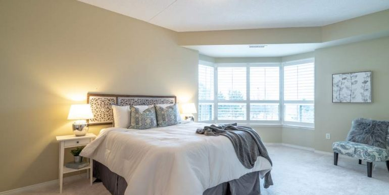 304-2085-Amherst-Heights-037