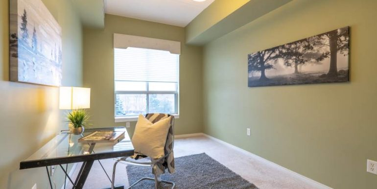 304-2085-Amherst-Heights-038