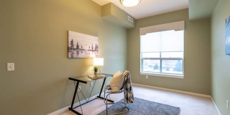 304-2085-Amherst-Heights-039