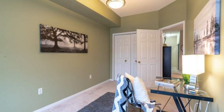 304-2085-Amherst-Heights-041