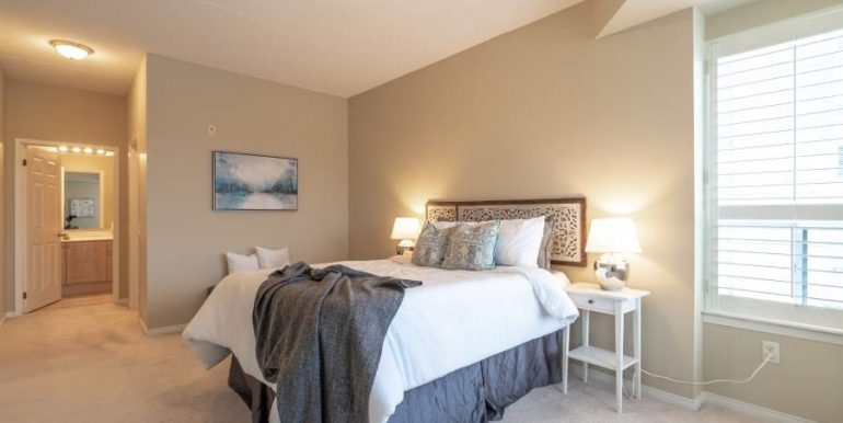 304-2085-Amherst-Heights-042