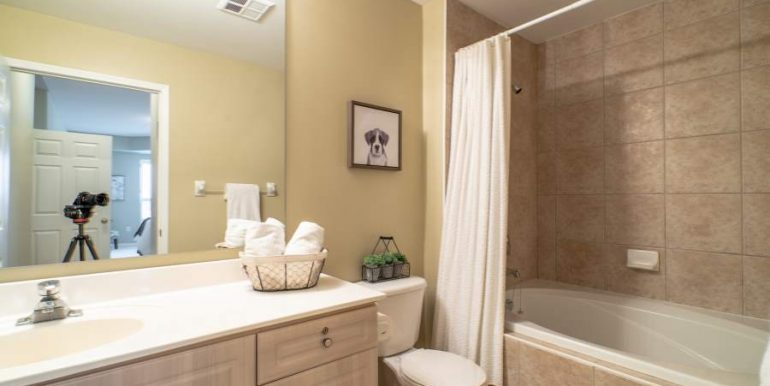 304-2085-Amherst-Heights-047